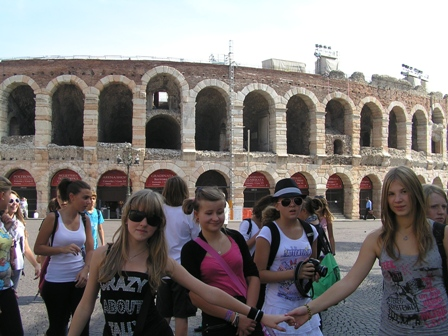 Przed Koloseum w Weronie.